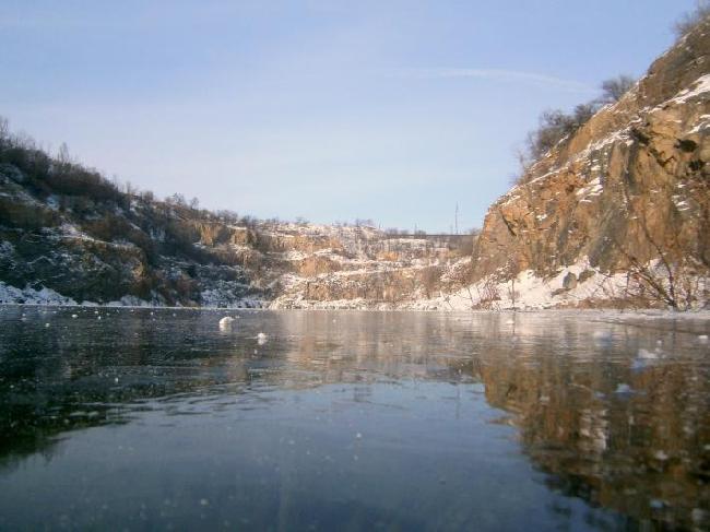 Карьер на Карачунах сегодня. Уровень воды в озере поднялся значительно.