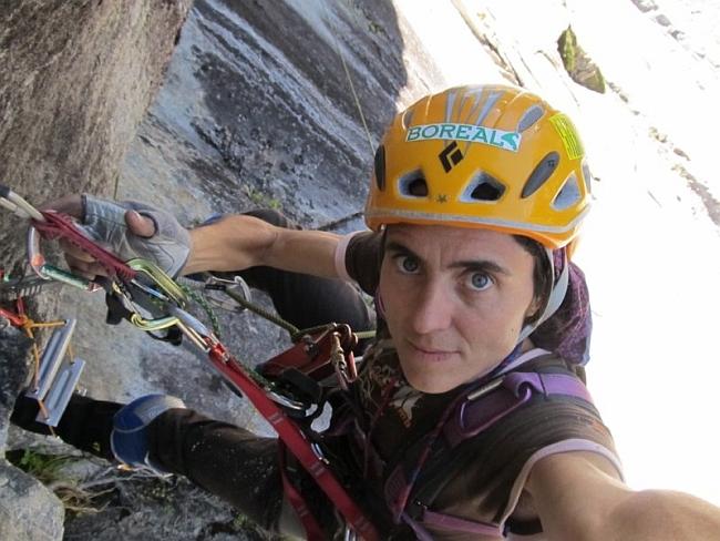 """Сильвия Видаль (Silvia Vidal) в соловосхождении на новый BigWall маршрут """"Espiadimonis"""" (VI A4 6б), 1300 метров в Патагонии"""