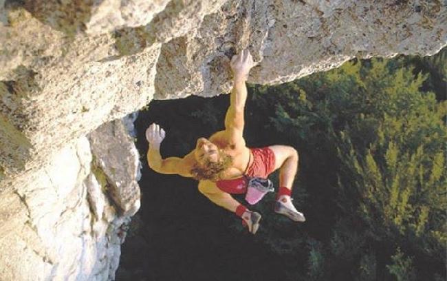 Курт Альберт (Kurt Albert) на маршруте Fight Gravity (UIAA 8+)