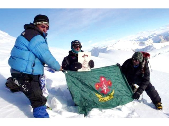 "На вершине Минглиг Шар (Minglig Sar peak). Фото ""Памир Таймс"""
