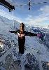 Шаг в пустоту: репортаж о строительстве потрясающей обзорной площадки на Эгюий дю Миди в Альпах (ВИДЕО)