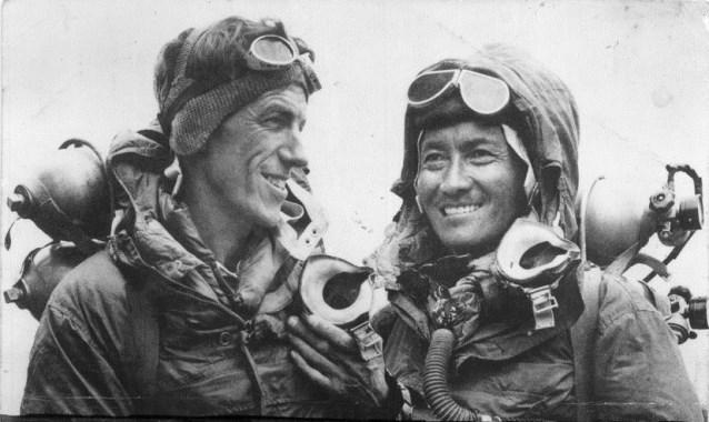 Эдмунд Хиллари (Edmund Hillary) и Тенцинг Норгей (Tenzing Norgay), 29 мая 1953 года после первого в истории восхождения на вершину Эвереста. Фото: Reuters