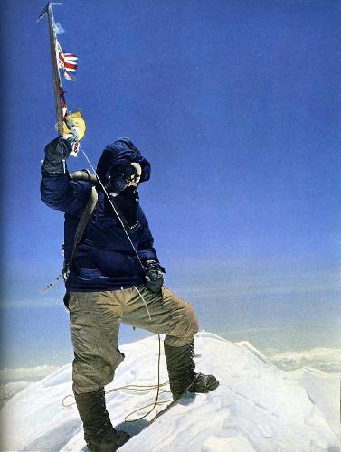 Тенцинг Норгей (Tenzing Norgay) на вершине Эвереста 29 мая 1953 года