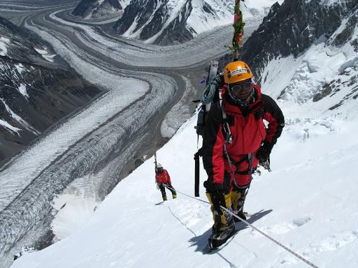 Пемба Галье Шерпа (Pemba Gyalje Sherpa)  на К2 в 2008 году