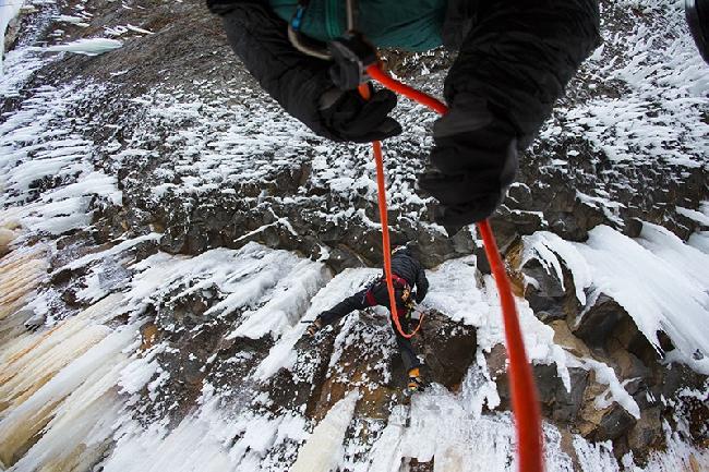 Ледолазнание в Канаде: Вилл Гадд на новом маршруте Overhead Hazard. (ФОТО)