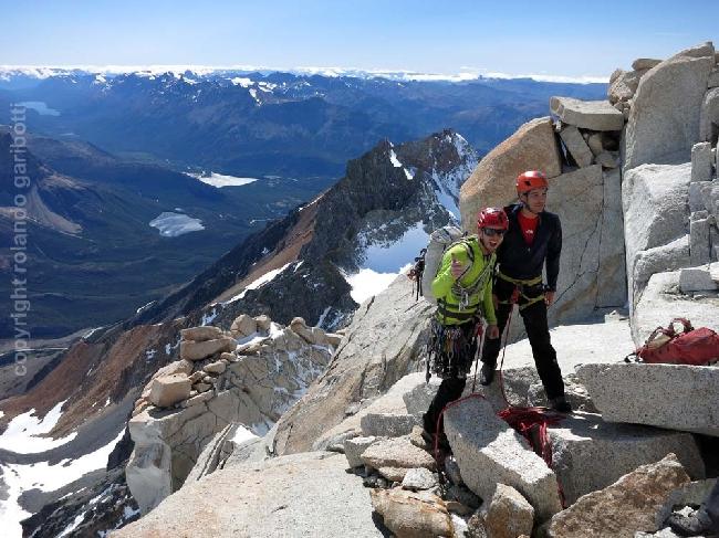 Алекс Хоннольда (Alex Honnold) и Томми Колдвелл (Tommy Caldwell) на пике Aguja Guillaumet, первом пике по маршруту восхождения