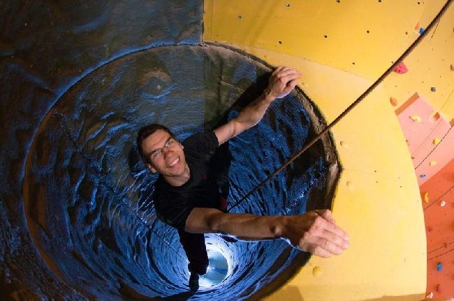 6-и метровая узкая труба на скалодроме в водонапорной башне в городе Косьцян (Kościan)
