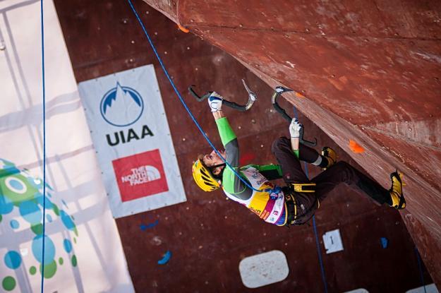 Максим Томилов  - финальная трасса по ледолазанию, Уфа.