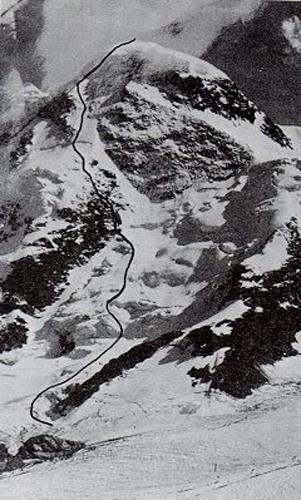 Северо-западная стена Zermatter Breithorn (4164 м) с маршрутом команды Bachschmidt-Rigele-Welzenbach