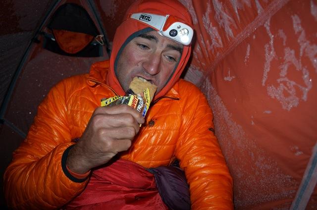 Ули Штек на Аннапруне. Завтрак в высотном лагере на 6100 метров. Октябрь 2013