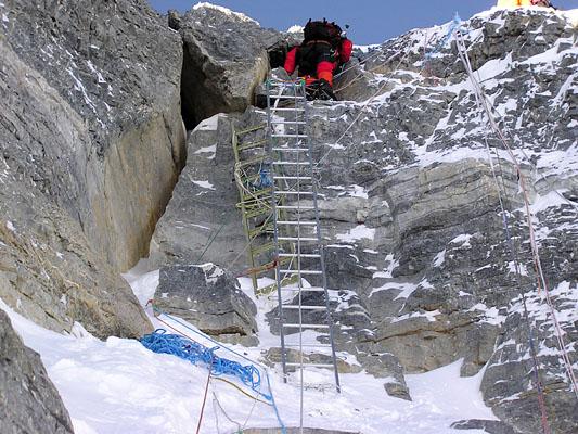 лестница на Второй Ступени на Эвересте