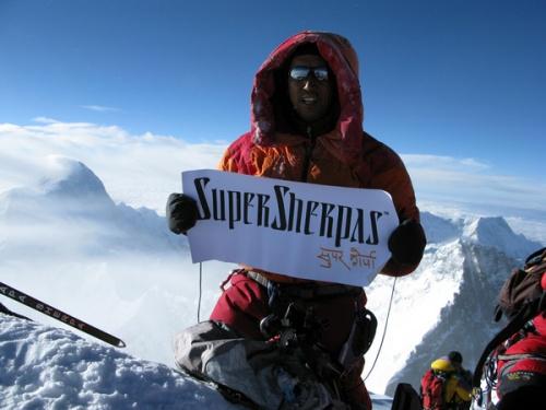 Апа Шерпа на вершине Эвереста