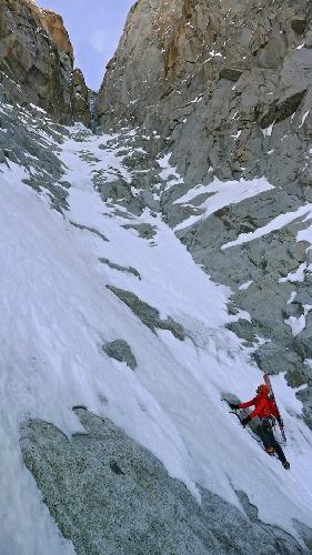 Восхождение на Эгиюй Верт (Naia-Aiguille Verte, 4122 м) в верхней части кулуара
