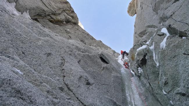 Восхождение на Эгиюй Верт (Naia-Aiguille Verte, 4122 м) на втором ключевом участке кулуара