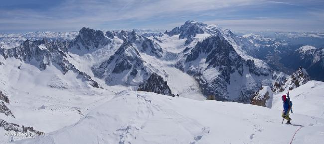 У вершины Эгиюй Верт (Naia-Aiguille Verte, 4122 м)