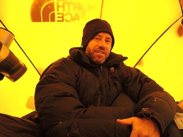 Адриан Хейс (Adrian Hayes) в лагере на К2