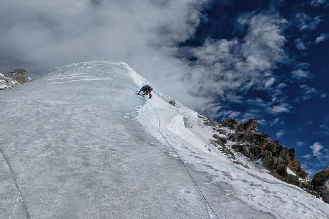 Ледовый гребень на Нангапарбат выше второго высотного лагеря. Зима 2014 года