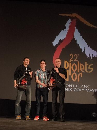 """Ули Штек (Ueli Steck), Ян Вельстед (Ian Welsted) и Рафаэль Славински (Raphael Slawinski) получают награду """"Золотой Ледоруб 2014"""" (Piolets d"""