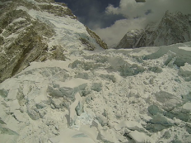 Место схода лавины 18 апреля 2014 года. Фото Симоне Моро, сделанное в 2012 году