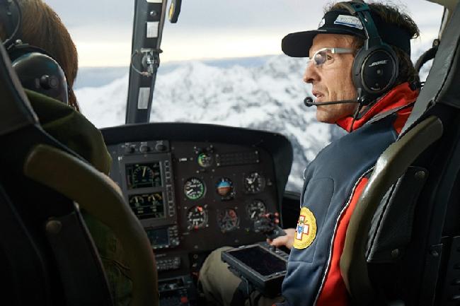 Симоне Моро - на спасательном вертолете на Эвересте