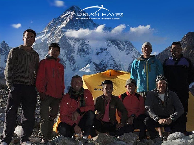 Команда Адриана Хейса (Adrian Hayes): K2 Expedition 2013. Адриан крайний с права в нижнем ряду