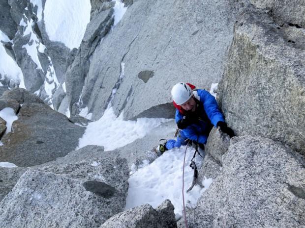 70-летний Джордж Лоу, председатель жюри и легенда американского альпинизма в восхождении по кулуару Frendo-Ravanel  на северной стороне хребта Гран Монте