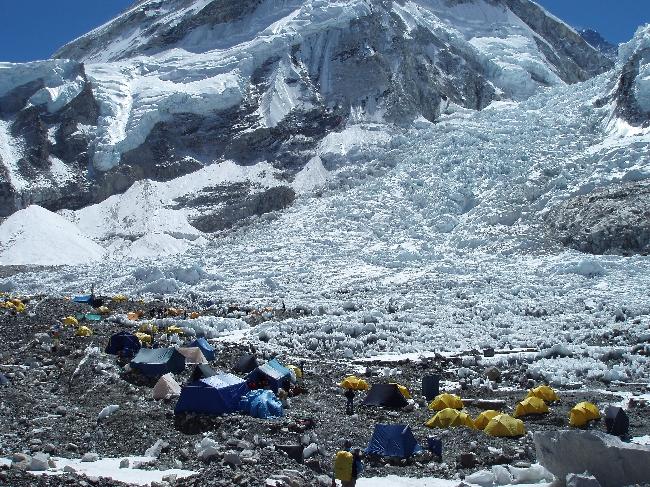 Базовый лагерь Эвереста на следующий день после схода лавины. 19 апреля 2014 года