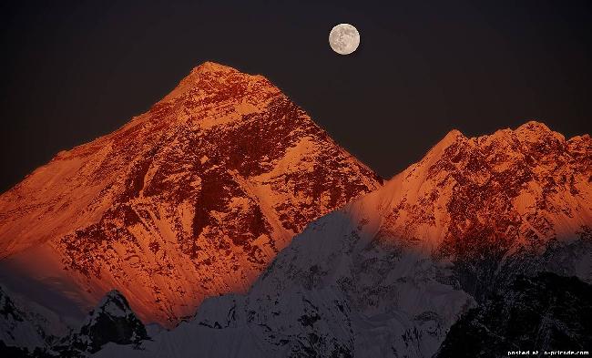 Луна над Эверестом