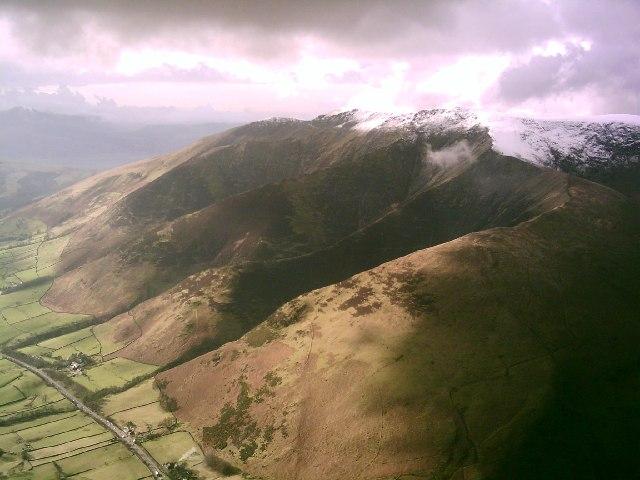одна из горных вершин Великобритании - Blencathra (известная также под именем Saddleback) имеющая высоту 868 метров над уровнем моря