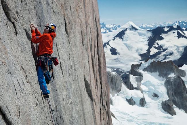 """Дэвид Лама (David Lama) и Питер Ортнер (Peter Ortner) в свободном восхождении по легендарному маршруту """"Компрессор"""" (Compressor route on Cerro Torre) на Патагонскую вершину Церро Торре. 20 по 21 января 2012 года"""