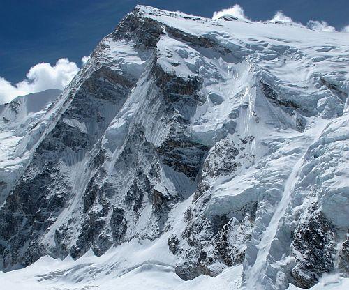 Северо-Западный гребень вершины Talung (7349 м).