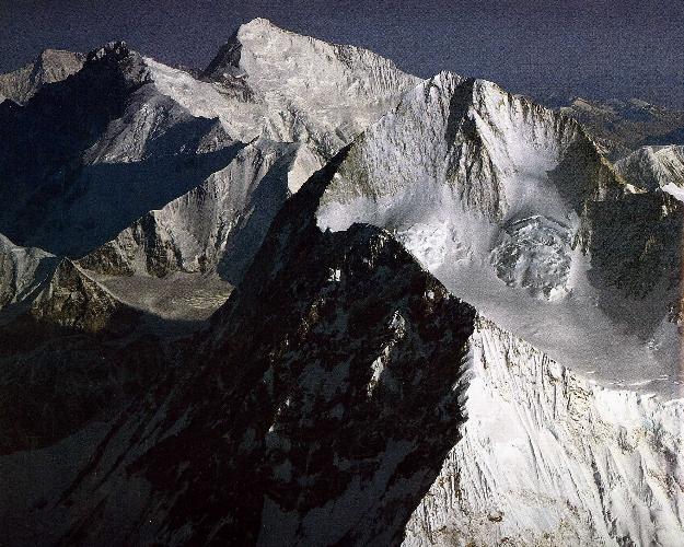 Восточные стены Эвереста и Макалу с Юго-Востока