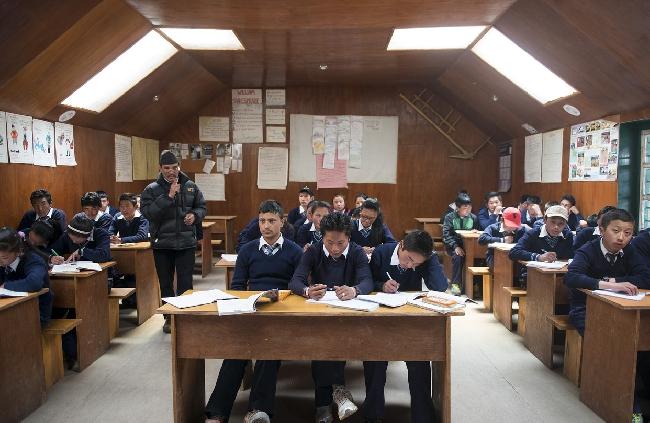 Школа в деревне Кумджунг (Непал)