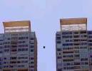 Чилийский экстремал пролетел между двумя небоскребами (+ВИДЕО)