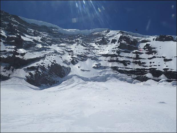 Вид на хребет Свобода (Liberty Ridge) горы Рейнир (Mount Rainier). Фото сделано Службой национальных парков 31 мая 2014 года