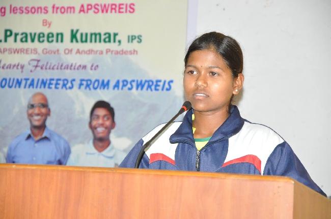 Пурна Малават (Poorna Malavath) на прессконференции посвященной восхождению на Эверест
