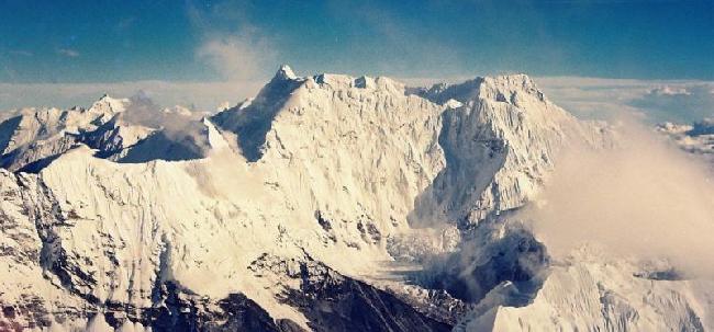 Третья советская экспедиция – экспедиция Профспорта СССР состоялась осенью 1990 года на пятую по высоте вершину Мира - в.Лхоцзе (8516м).