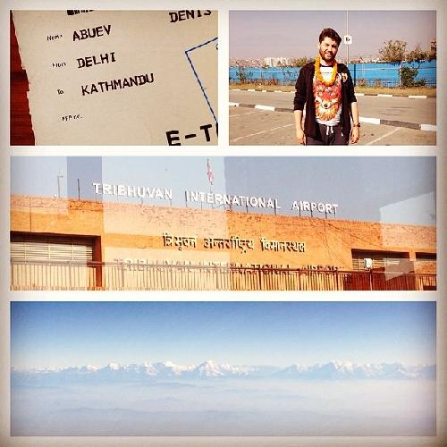 """Борода прилетела в Катманду, Непал). Полет на удивление прошел быстро. Всегда считал, что это где-то очень далеко, а оказалось по полету практически как перелет в Египет. Бравые работники пересадочного узла в Дели """"порадовали"""" ночной скоростью работы. Я уж начал было совсем отчаиваться, что вкупе с 2-х часовой задержкой вылета из Москвы, они придадут моей дороге новый виток ощущений в виде опоздания на стыковочный рейс в Катманду! Так нет. Из-за всех проволочек, места в самолете кончились и пришлось лететь бесплатным бизнесом))!!! Иногда все-таки полезно поздно вылетать и долго пересаживаться. Не такие уж они и плохие, эти работники пересадочного узла в Дели )))). Встретился с группой своих коллег восходителей. Сейчас отдыхаем в шикарном Готеле Як&Йети. Вечером гала ужин с консулом РФ в Непале. А завтра истории про Катманду."""