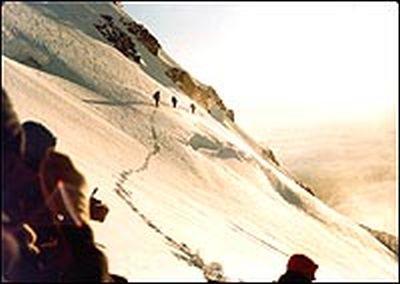 Восхождение на Рейнир по леднику Ingraham . Фото сделано за несколько мгновений до обвала серака. июнь 1981 года
