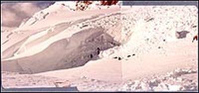 Восхождение на Рейнир по леднику Ingraham . Фото сделано после обвала серака, похоронившего под собой 11 альпинистов. июнь 1981 года
