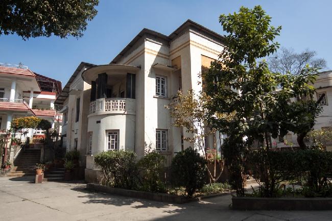 Дом в Катманду, на втором этаже которого находится квартира Элизабет Хоули