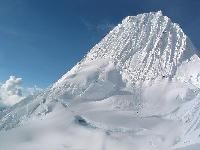 вершина Алпамайо (Nevado Alpamayo, 5957 м)