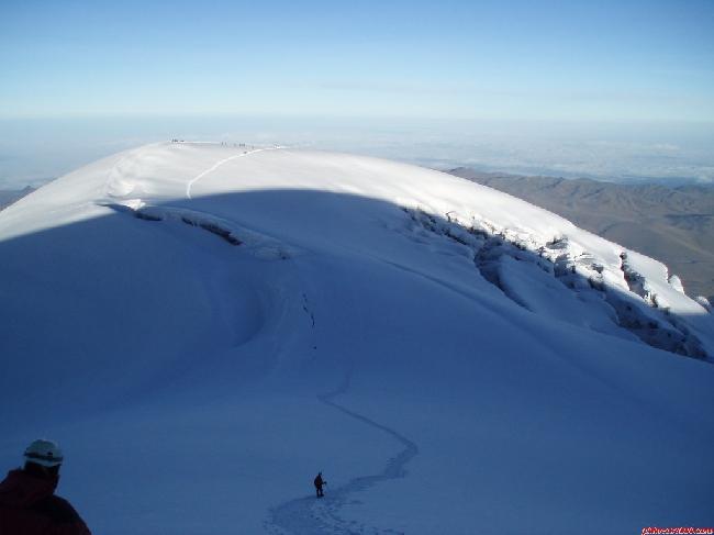 потухший вулкан Чимборасо (Chimborazao, 6268 м), вид с вершины на пик Veintimilla