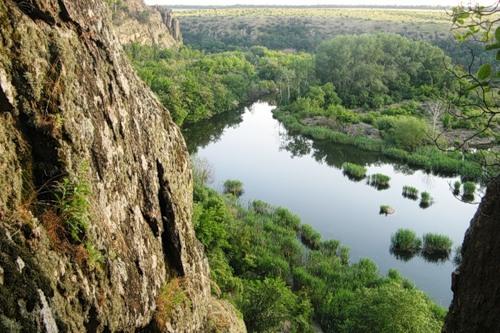Скалы в каньоне р. Южный Буг (район г. Южноукраинска).