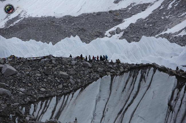 Проводники в базовом лагере Эвереста на высоте около 5300 метров над уровнем моря в районе Кхумбу, Непал. (NAVESH CHITRAKAR/REUTERS)