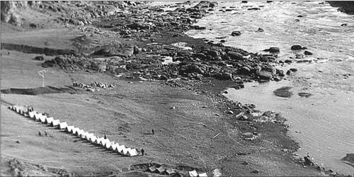 Лагерь одесситов на скалах Южного Буга