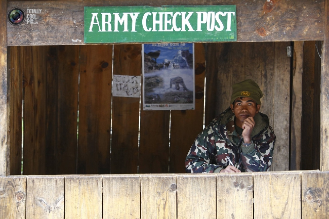 Непальский полицейский пост по покупке/проверке пермитов на треккинговом маршруте. (NAVESH CHITRAKAR/REUTERS)