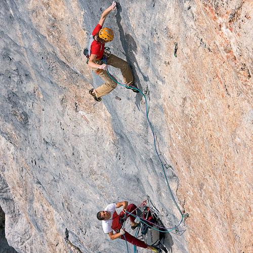 Адам Ондра на маршруте Wogu (230 м, 8с)