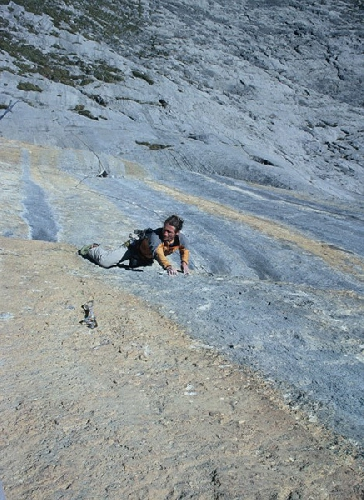Йорг Андреас (Jorg Andreas) и Феликс Ноймеркер (Felix Neumärker) на маршруте Zahir+ (300 м, 8c)
