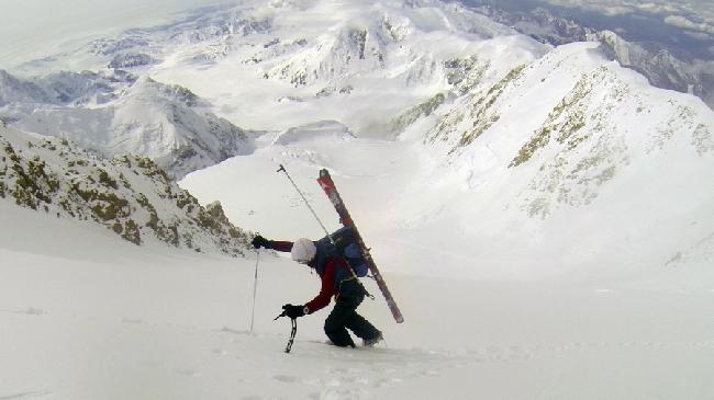 """Килиан Джорнет Бургада (Kilian Jornet Burgada) в своем рекордном восхождении на Мак-Кинли по маршруту """"Rescue Gully"""""""